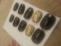 Fake Nails Short / Medium Black And Gold Glitter Can Be Customised