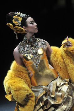 Guo Pei FIDe Fashion Week, 2013