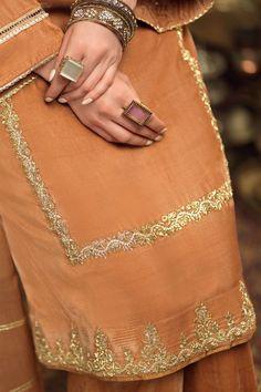 Embroidery Suits Punjabi, Embroidery Suits Design, Embroidery Fashion, Hand Embroidery, Embroidery Designs, Pakistani Fashion Casual, Pakistani Dresses Casual, Pakistani Dress Design, Fancy Dress Design