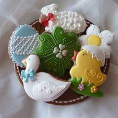 Hand decorated gingerbread cookies Easter / Veľkonočné Ručne zdobené medovníčky / Biscotti Pan Di Zenzero Tradizionali fatti a mano Pasquali