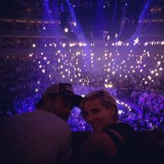 Pin for Later: Fall in Love With Chris Hemsworth and Elsa Pataky's Sweetest Instagram Photos Their Picture-Perfect Moment at a Coldplay Concert