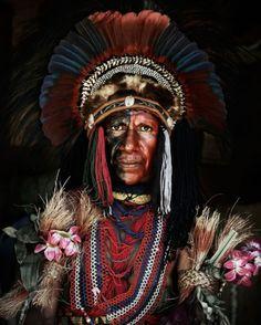 """Tenho um profundo interesse nas histórias das """"minorias"""" – e não falo apenas das minoras mais famosas, falo também de pequenas tribos, grupos isolados. Principalmente quando falamos das tribos africanas, as quais eu iria conhecer ainda esse ano, mas por imprevistos, não consegui viajar. Iria, inclusive, usar a viagem como pesquisa para um projeto de [...]"""