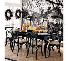 How do You Decorate for Halloween? Share with us your Halloween Decorating Ideas. Do you decorate your house indoors, outdoors or both? What is your favorite part or decoration? Take a look at some of our favorite Halloween decorating ideas. Diy Halloween, Halloween Chique, Halloween Elegante, Halloween Orange, Shabby Chic Halloween, Table Halloween, Pottery Barn Halloween, Halloween Table Decorations, Halloween Dinner