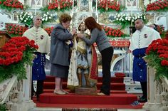 [tradizioni - usanze] Viaggio nella tradizione: vestire i santi > http://forum.nuovasolaria.net/index.php/topic,3130.msg49350.html#msg49350