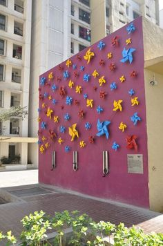 This interactive Pin Wheel project that our friends at Urban Vision facilitated, helped communities in Mumbai activate their public spaces where they need them the most! #Placemaking #LQC #Artists