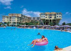 Turkije, Alanya, Club Hotel Sidera 5*.  Direct aan strand, ideale keuze voor hele gezin, waterglijbanen, miniclub voor de kinderen, fitnessruimte en tennisbaan. Op 33 km van Alanya.