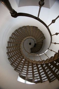Dentelle métallique. / Metallic lace. / Lighthouse. / Phare. / By Ronald C.Flores, 2009. #stairs