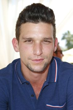 Browse 215 high-quality photos of Daren Kagasoff in this socially oriented mega-slideshow. Updated: August 20, 2014.