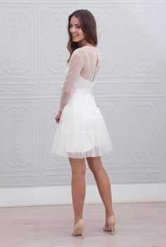 Classy White Dress Inspirations for Your Graduation - White is the safest color to wear at any formal occasion. These are some classy white dress ideas to perfect your look. Civil Wedding Dresses, Dream Wedding Dresses, Blush Dresses, Satin Dresses, Cheap Dresses, Sexy Dresses, Dresses 2016, Classy White Dress, Marie Laporte