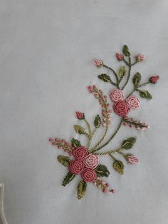 Embroidery Designs Running Stitch + Embroidery Stitches Designs to Embroidery Floss Patterns, Embroidery Patterns Cute Ribbon Embroidery Tutorial, Hand Embroidery Videos, Floral Embroidery Patterns, Embroidery Flowers Pattern, Hand Work Embroidery, Simple Embroidery, Hand Embroidery Stitches, Silk Ribbon Embroidery, Hand Embroidery Designs
