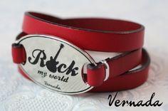 Vernada Design -kieputettava nahkakäsikoru, ROCK, punainen. #Vernada #jewelry #bracelet #wraparound #leather #suomestakäsin #finnishdesign