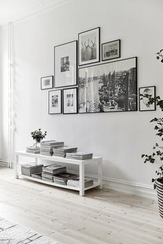 8 Tips on how to make the perfect gallery wall (Daily Dream Decor) Gallery Wall Frames, Frames On Wall, Gallery Walls, White Frames, Art Gallery, Travel Gallery Wall, Modern Gallery Wall, Wall Collage, Travel Wall Art