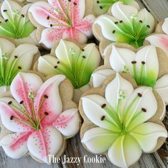 """Flower cookies by The Jazzy Cookie and CloughD 9"""""""