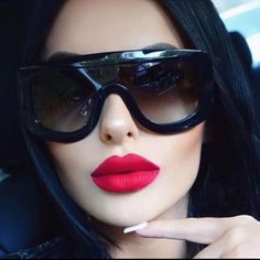 25 Beautiful sunglasses for women trend 2019 Source by autourdelafrance Big Sunglasses, Luxury Sunglasses, Oversized Sunglasses, Sunglasses Women, Celebrity Sunglasses, Sunnies, Adele, White Lenses, Shades For Women