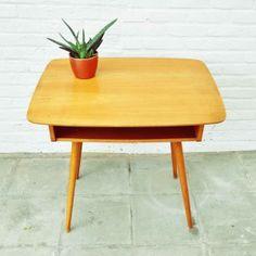 VINTAGE COFFEE TABLE // http://www.huisvanmarcel.com