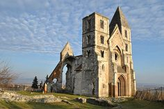 Zsámbék, Hungary: Ruins of Premonstratensian monastery church, in Romanesque style, early century.hu, CC BY-SA Great Places, Places To Visit, Beautiful Places, Abandoned Churches, Romanesque Architecture, Heart Of Europe, Cathedral Church, Place Of Worship, Budapest Hungary