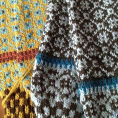 Wiolakofte Fair Isle Knitting, Warm Outfits, Warm And Cozy, Color Patterns, Crochet, Mittens, Tartan, Knitting Patterns, Cardigans