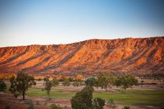 MacDonnell Ranges - backdrop for Alice Springs - wonderful setting ...