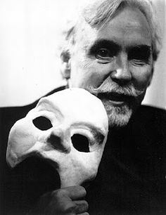 Paul Vincent Davis, one of the foremost hand puppeteers in the country, joined the Puppet Showplace Theatre team in 1977 as its artist-in-residence and has been part of its history ever since