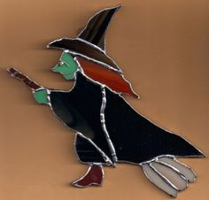 WITCH FLYING ON HER BROOMSTICK NEW Stained Glass Sun Catcher Green face black