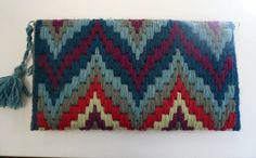 Discover thousands of images about Canvas Purse, Crochet Purses, Bargello, Canvas Crafts, Knitted Bags, Crochet Accessories, Plastic Canvas, Crochet Stitches, Fiber Art