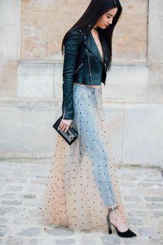 67fac01f737 Street Style   Fall 2017 Paris Fashion Week Street Style March 2017 Наряды  С Кружевными Юбками