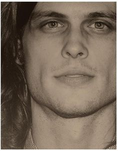 Oh lawd, Matthew Gray Gubler. Spencer Reid with that long hair. Spencer Reed, Dr Spencer Reid, Matthew Gray Gubler, Matthew Grey, Dr Reid Criminal Minds, Music Tv, Famous Faces, Gorgeous Men, Pretty People