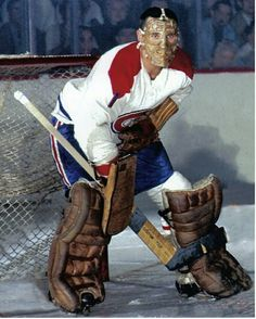The National Hockey League (NHL) pits 30 teams who play against each other throughout the regular season in North America with the goal of earning a playoff Montreal Canadiens, Mtl Canadiens, Ice Hockey Teams, Hockey Goalie, Hockey Players, Montreal Hockey, Nhl Wallpaper, La Kings Hockey, Goalie Mask