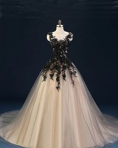 Sexy Sleeveless Prom Dress, Black Appliques Ball Gown