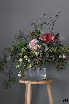 Stress Management With Flowers – Ideas For Great Gardens Arte Floral, Deco Floral, Floral Design, Ikebana, Fresh Flowers, Silk Flowers, Beautiful Flowers, Plantas Indoor, Bouquet Champetre