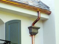 This kind of bronze gutters is unquestionably an outstanding design principle. Gutter Leaf Guard, Gutter Guards, Rain Gutter Installation, Gutter Screens, House Gutters, Roof Edge, Copper Gutters, How To Install Gutters