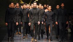 Dolce & Gabbana Man Catwalk Fashion Show Summer 2014 Mens Fashion Casual Shoes, Men Fashion Show, Mens Fashion Week, Men's Fashion, Milan Fashion, Catwalk Fashion, Fashion Weeks, Fashion Spring, Fashion Trends