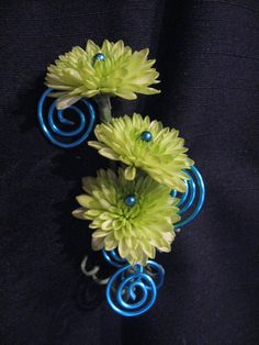 This is fun! Bout with blue wire that has been swirled and green kermit poms with blue pins.