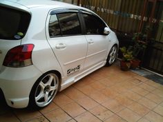 just white yaris - Toyota Yaris Forums - Ultimate Yaris Enthusiast Site