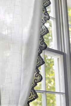 This is such a neat and fun idea! Take a look at how you can easily make lace curtains using upcycled table runners! MontainModernLife.com