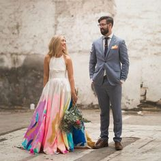 "– Green Wedding Shoes & Jen (@greenweddingshoes) på Instagram: ""Can we take a minute to talk about this dreamy colorful one-of-a-kind wedding dress designed by the…"""