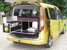 Ford: Grand Tourneo Connect als Mini-Camper – KÜS Newsroom Ford Transit Connect Camper, Ford Transit Camper, Camper Diy, Car Camper, Mini Camper, Auto Camping, Van Camping, Small Camper Trailers, Small Campers
