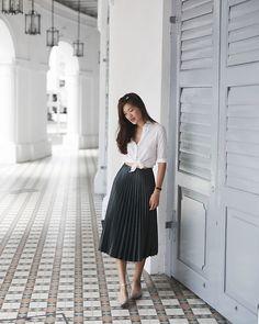 Amanda Olivia L. - Zara Pleats Skirt, Uniqlo White Shirt - Prep Nouveau