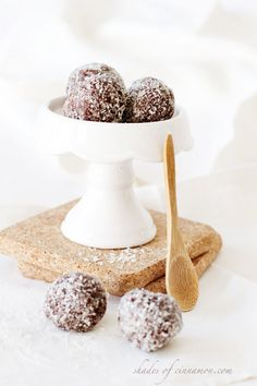 No Bake Chocolate bliss balls - raw, gluten-free,vegan, and sugar-free. Make these in 10 minutes