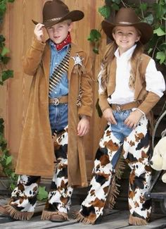 Amazing cowboy and cowgirl fancy dress costumes for children, authentic look, perfect for Halloween or anytime of the year. Fun costumes , cool hats and jackets Cowboy Kostüm Kind, Cowboy And Cowgirl, Western Wear, Western Outfits, Cowboy Birthday Party, Cowgirl Party, Birthday Parties, Traje Cowgirl, Cowgirl Fancy Dress