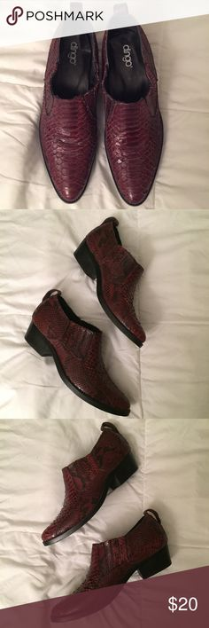 Dingo Short Crocodile Western Boots dingo maroon short western style cowboy boots 👢 crocodile, textured, good condition, no size that i could find, but id say womens 10, im a 9/9.5 and they were just a little too big for me 🤦🏻♀️😞 Dingo Shoes Ankle Boots & Booties