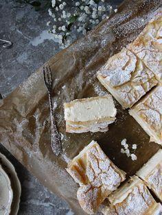 Cookies and Sweets - Godaste vaniljrutorna i långpanna - Karpatka Cocoa Recipes, Baking Recipes, Cake Recipes, Snack Recipes, Dessert Recipes, Baking Buns, Scandinavian Food, Swedish Recipes, Bagan