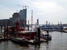 Aquarell malen an Elbpromenaden über dem Hamburger Feuerschiff | Hamburger Feuerschiff vor der Silhouette der Elbphilharmonie (c) Frank Koebsch (1)