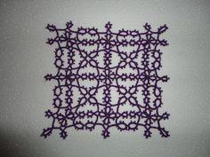 Nydelig duk i nupereller i en lillafarge som passer perfekt til advent. Tatting Patterns, Filet Crochet, Doilies, Altar, Lace, Advent, Inspiration, Women, Craft