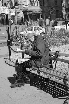 New York Street Photography. A New Yorker and his newspaper.
