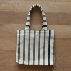 Bottle bag for 2 bottles. 100% cotton. 22x25 cm. Handmade in Switzerland an France. Colors: beige, olive, dark blue