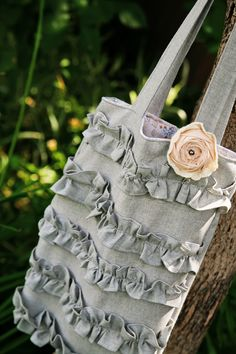 Ruffled Tote Tutorial - I've made this without the ruffles - I like her instructions.