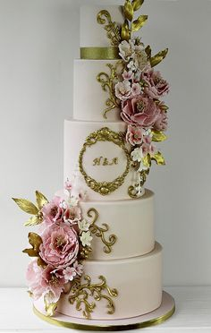 This wrap around floral cascade with sugar roses, peonies and freesias in deep r. - This wrap around floral cascade with sugar roses, peonies and freesias in deep red and shades of pi - Blush Pink Wedding Cake, Wedding Cake Roses, Floral Wedding Cakes, Amazing Wedding Cakes, White Wedding Cakes, Wedding Cake Designs, Wedding Cake With Initials, Gorgeous Cakes, Pretty Cakes