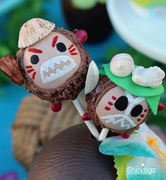 How adorable are these Kakamora cake pops?Follow the link and get all the details plus more party ideas!