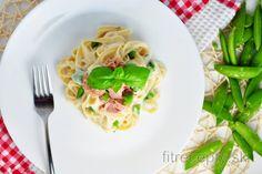 Fettuccine s karfiólovo-cesnakovou omáčkou Low Calorie Lunches, Low Calorie Recipes, Baked Garlic, Garlic Sauce, Healthy Pastas, Healthy Recipes, Pasta Integral, Cauliflower Pasta, Parmesan Pasta
